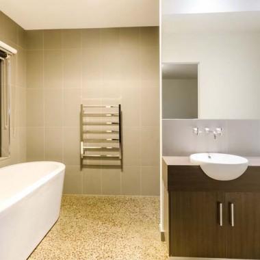 Double vanity bathroom storage