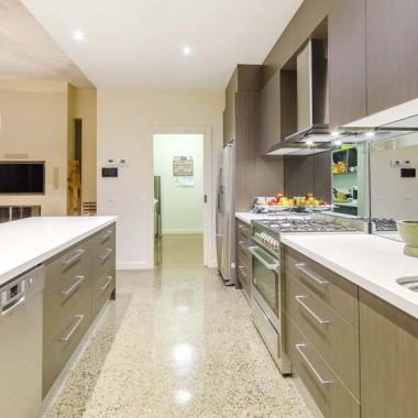 Torquay kitchen and storage